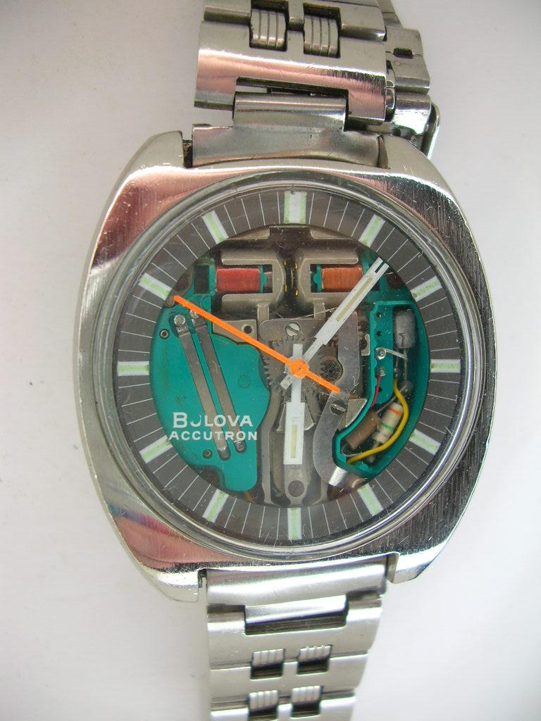 bulova scalloped side vintage watch wrist